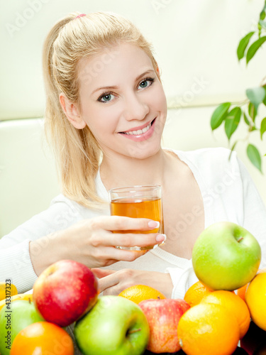 woman with a  fruits