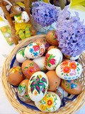 Fototapety Colorful eggs on the easter dish