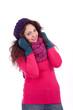 junge Frau mit Mütze schal und handschuhen