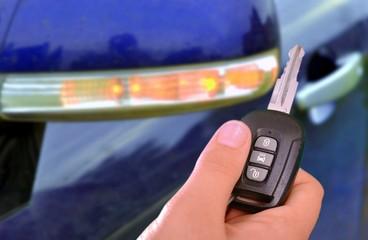 Funkschlüssel und Auto