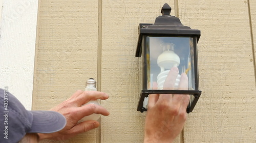 Replacing Incandescent Bulb with a CFL