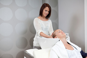 Head Massage in Beauty Salon
