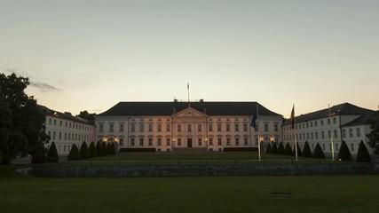 Sonnenuntergang am Schloss Bellevue