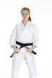 Niña practicando artes marciales,cinta negra karate.