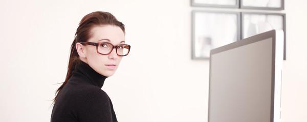 Mit Brille beim Arbeiten