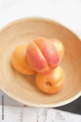 Clingstone peaches in bowl