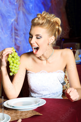 eating grape