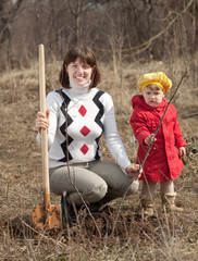 woman with   daughter sets tree
