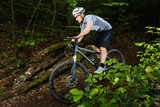 Mountainbiker im downhill