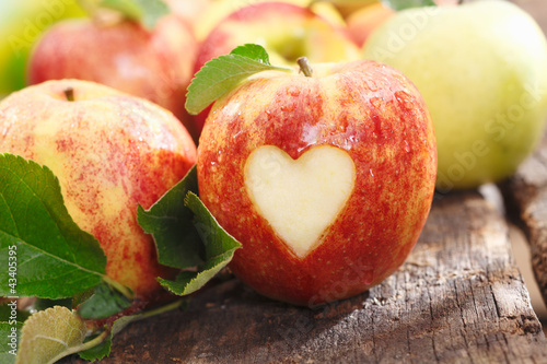 Fototapety, obrazy : Fresh red apple with heart cutout