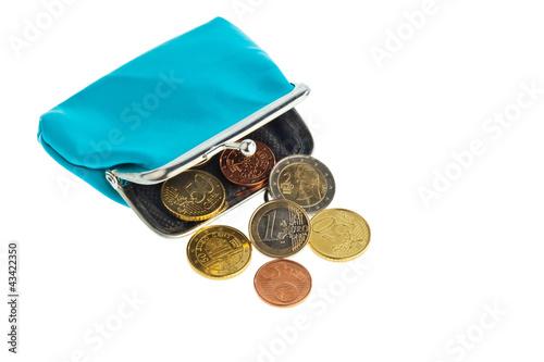 Geldbörse mit Münzen. Schulden und Armut