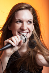 Hübsche Sängerin