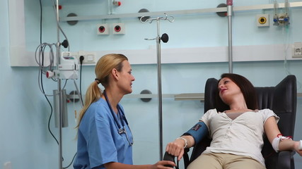 Nurse speaking with a transfused patient