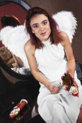 Weihnachten: Engel nascht Schokolade