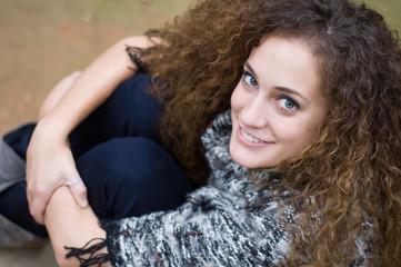 Retrato de chica joven sonriente