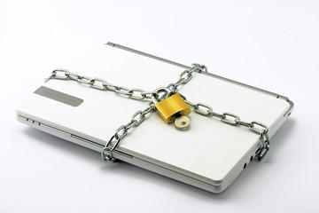laptop in kette
