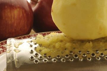 Grated apple Mela grattata Manzana rallada