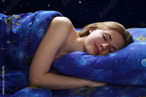 фото спящие девушки