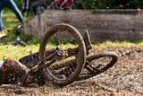 Fototapety Sturz eines Mountainbikers