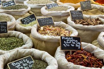 Marché provençal : Herbes et épices