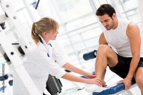 Injured man at the gym