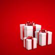 Geschenkboxen auf rotem Hintergrund