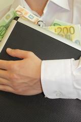 mann mit geldkoffer