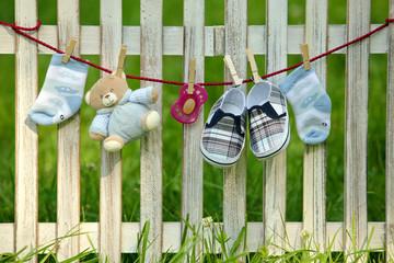 Babysachen am Zaun!