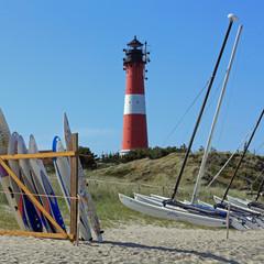 Der Leuchtturm von Hörnum und Boote am Strand