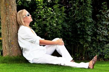 Portrait einer Frau mit Sonnenbrille