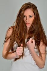 capelli rossi cattiva aggressiva minacciosa