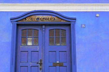Blaue Hausfassade
