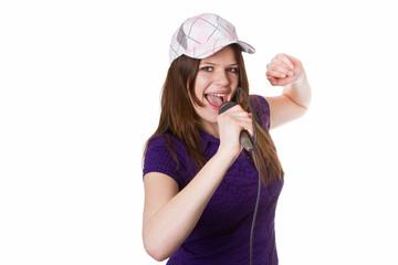 Junge Frau singt