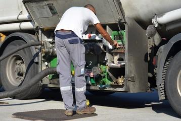 Addetto allo scarico benzine