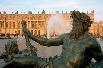 Statue d'ange et de Neptune au Château de Versailles