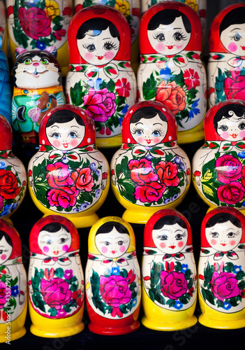 Russian nesting dolls - 43532920
