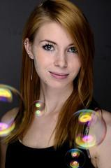 Mädchen mit Seifenblasen