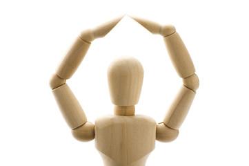 手で丸をつくったの木製の人形