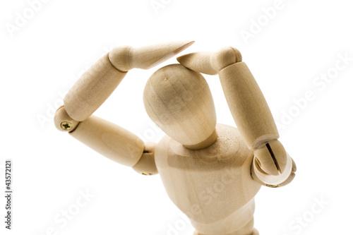 頭をかかえた木製の人形
