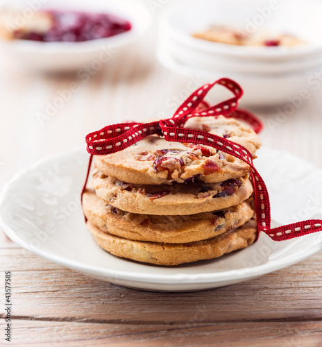 Cranberry cookies tied with a ribbon