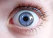 Nahaufnahme Auge mit blauer Iris
