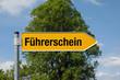 Pfeil mit Baum FÜHRERSCHEIN