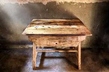 Antigua mesa de madera