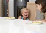 Kind Schreit beim Essen