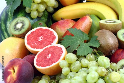 Pompelmo rosa,pesca , uva con kiwi