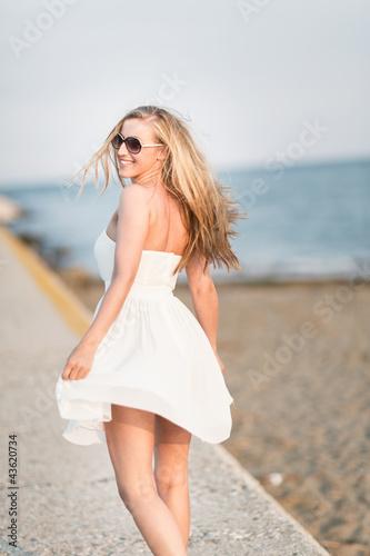 Spaziergang am Wellenbrecher