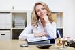 Freundliche Geäschäftsfrau im Büro