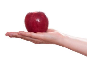 Roter Apfel auf einer weiblichen Hand