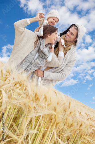 familie glück blauer himmel