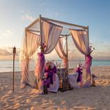 Fototapety Romantic Wedding Table on Sandy Tropical Caribbean Beach at Suns